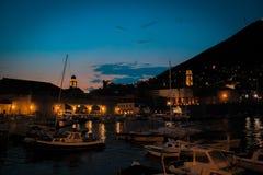 旧港口夜生活杜布罗夫尼克 免版税库存照片