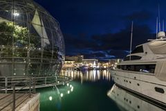 旧港口热那亚夜 免版税库存图片