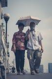 更旧的亚洲夫妇画象-人街道摄影曼谷 库存图片