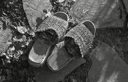 破旧的拖鞋 免版税图库摄影