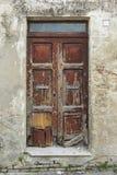 破旧的棕色老木门意大利 免版税图库摄影