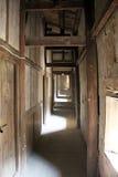 破旧的走廊 免版税库存照片