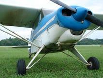 破旧的经典20世纪50年代吹笛者Pa22 150步测器飞机 免版税图库摄影