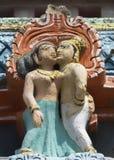 更旧的Gopuram细节在Mahalingeswarar寺庙的,站立的亲吻 库存图片