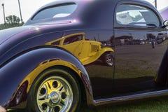 旧车改装的高速马力汽车油漆反射 免版税库存照片