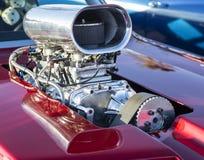 旧车改装的高速马力汽车镀铬物增压器 库存照片