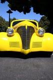 旧车改装的高速马力汽车黄色 库存照片