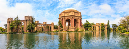 旧金山、艺术Exploratorium和宫殿  库存照片