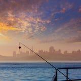 旧金山与钓鱼竿的雾地平线在薄雾Californi 免版税库存图片
