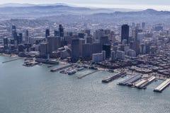 旧金山塔和码头鸟瞰图 图库摄影