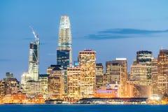 旧金山夜地平线从金银岛的 免版税库存照片