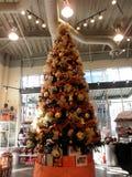 旧金山巨人圣诞树在商店 免版税库存照片
