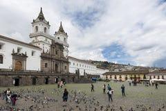 旧金山广场和教会的看法在市基多,厄瓜多尔 免版税库存照片