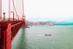 旧金山湾和著名金门大桥 免版税图库摄影