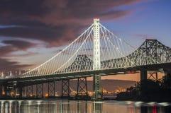 旧金山湾桥梁东部间距破晓 库存图片
