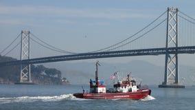 旧金山火Dept火小船奥克兰海湾桥梁 免版税库存图片