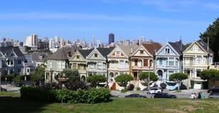 旧金山白杨方形的维多利亚女王时代的房子的被绘的夫人 图库摄影