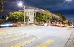 旧金山街在晚上 免版税库存照片