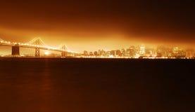 旧金山金门大桥在与Firey光的晚上 库存照片