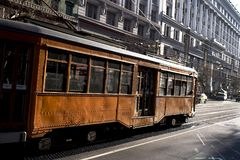 旧金山,加利福尼亚,被团结状态大约2015葡萄酒乘客通勤者街道沿农贸市场的汽车旅行街市 库存图片