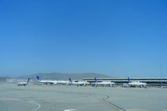 旧金山,加利福尼亚- 2017年5月11日:在终端的联航飞机在旧金山国际机场 免版税图库摄影