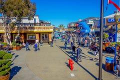 旧金山,加利福尼亚- 2017年2月11日:美好的旅游看法码头39在普遍和文化街市 库存照片