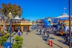 旧金山,加利福尼亚- 2017年2月11日:美好的旅游看法码头39在普遍和文化街市 库存图片