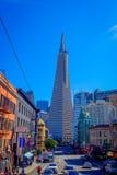 旧金山,加利福尼亚- 2017年2月11日:Transamerica在普遍的金字塔大厦美好的旅游看法  库存照片