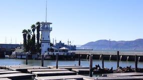 旧金山,美国- 2014年10月5日, :在渔夫` s码头,海湾的富比世海岛的码头39 库存图片