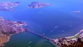 旧金山,美国- 2014年10月4日, :金门桥和街市sf一张鸟瞰图,采取从飞机 免版税库存照片