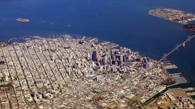 旧金山,美国- 2014年10月4日, :金门桥和街市sf一张鸟瞰图,采取从飞机 免版税库存图片