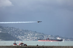 旧金山,美国- 10月8日:在展示期间的美国海军蓝色天使在SF 2011年10月8日的舰队星期在旧金山,美国 库存照片