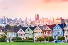 旧金山,被绘的夫人晚上地平线  免版税库存照片