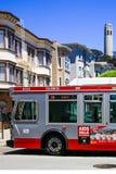 旧金山Coit塔公共汽车 免版税库存照片