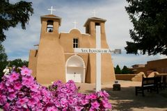 旧金山de阿西西使命教会在新墨西哥 免版税库存照片
