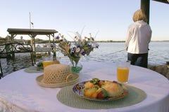 早午餐前河 库存图片