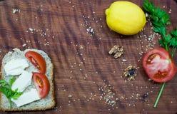 早午餐时间:健康和鲜美食物 免版税库存图片