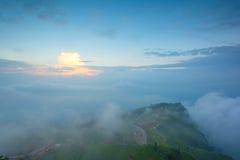 早晨做清晰视界的雾covered're在Phu Thap Boek  免版税库存图片