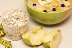 早晨健康营养,饮食框架用燕麦粥粥, fru 图库摄影