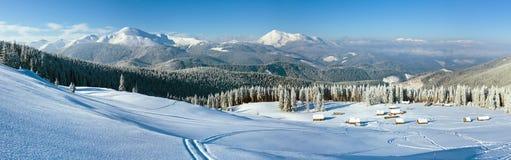 早晨冬天山全景风景 库存图片