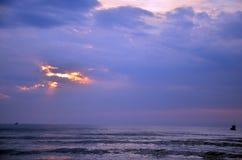 早晨和日出时间在帽子晁Samran靠岸 图库摄影