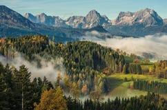 早晨在阿尔卑斯 免版税库存图片