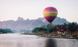 早晨在Vang Vieng,老挝 免版税库存照片