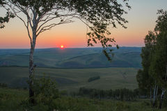 早晨夏天风景 1257座高米山山波兰skrzyczne日出视图 西伯利亚的本质 免版税图库摄影