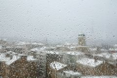 早晨多雨城镇冬天 库存图片