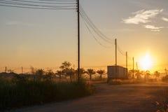 早晨太阳有美好的橙色光 图库摄影