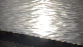 早晨太阳的道路在海被反射 影视素材