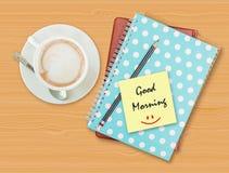 早晨好和微笑在白纸与咖啡杯 免版税库存照片