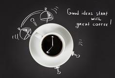 早晨好咖啡和闹钟概念 免版税库存照片