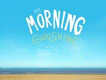 早晨好在美好的蓝色海视图的阳光词 免版税图库摄影